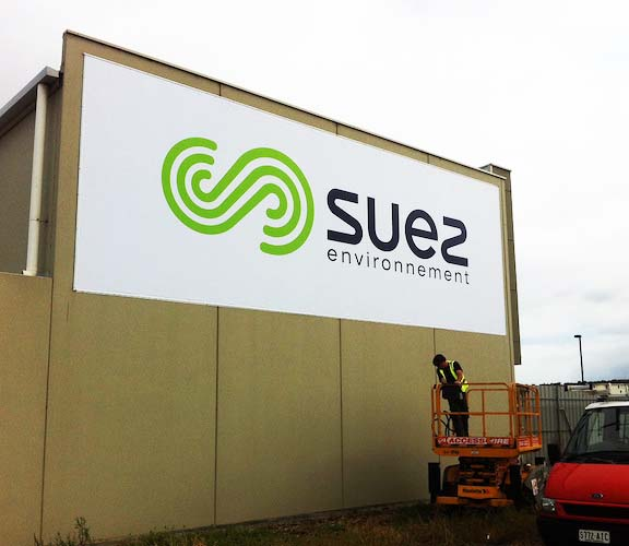 Suez large outdoor banner
